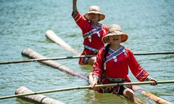 People perform single bamboo drifting on water in Chishui, SW China
