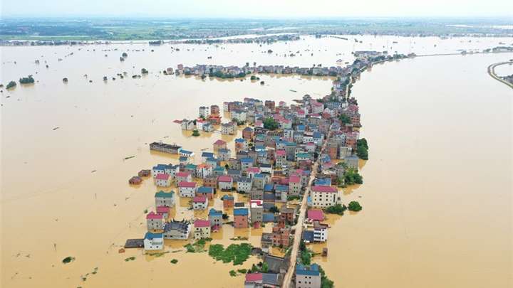 Xi urges all-out effort to protect people from flood
