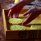 Chef makes mooncakes at mooncake bakery in Henan