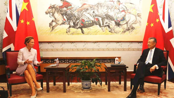 Chinese ambassador meets with new British ambassador to China on bilateral ties